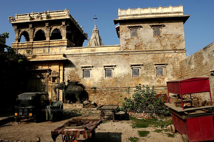 03.10.2008 Dwarka(Gujarat)<br /> <br /> Old palace and his temple.<br /> <br /> Vieux palais et son temple.