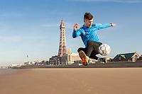 John Farnworth, football freestyler pictured at Blackpool Promenade, Blackpool<br /> Picture by Matt Wilkinson/Focus Images Ltd 07814 960751<br /> 15/02/2019