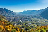 Italien, Suedtirol, bei Meran, Dorf Tirol: Blick ueber Meran und das Meraner Becken | Italy, South Tyrol, Alto Adige, near Merano, Tirolo: view across Merano and the Meran Basin