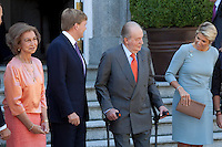 King Juan Carlos of Spain, Queen Sofia of Spain, Prince Felipe of Spain and Princess Leticia of Spain receive King Willem-Alexander of The Netherlands and Queen Maxima of The Netherlands at Zarzuela Palace on September 18, 2013 in Madrid, Spain. (Victor J Blanco/Alterphotos) /nortephoto.com