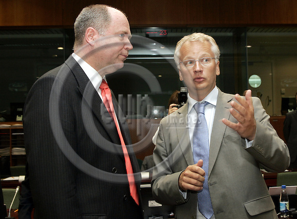 BRUSSELS - BELGIUM - 11 JULY 2006 -- ECO/FIN EU-Council meeting. -- Eero HEINÄLUOMA (Heinaeluoma, Heinaluoma) the Finance Minister of Finland with Pär (Par, Paer) NUDER the Swedish Finance Minister. -- PHOTO: JUHA ROININEN / EUP-IMAGES