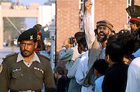 Pakistani soldier in front of the border to India.<br /> Right: A pakistani demonstrator is shouting slogans against India<br /> 17.2.2001, Wagah/Punjab/Pakistan<br /> Copyright: Christian-Ditsch.de<br /> [Inhaltsveraendernde Manipulation des Fotos nur nach ausdruecklicher Genehmigung des Fotografen. Vereinbarungen ueber Abtretung von Persoenlichkeitsrechten/Model Release der abgebildeten Person/Personen liegen nicht vor. NO MODEL RELEASE! Nur fuer Redaktionelle Zwecke. Don't publish without copyright Christian-Ditsch.de, Veroeffentlichung nur mit Fotografennennung, sowie gegen Honorar, MwSt. und Beleg. Konto: I N G - D i B a, IBAN DE58500105175400192269, BIC INGDDEFFXXX, Kontakt: post@christian-ditsch.de<br /> Bei der Bearbeitung der Dateiinformationen darf die Urheberkennzeichnung in den EXIF- und  IPTC-Daten nicht entfernt werden, diese sind in digitalen Medien nach §95c UrhG rechtlich geschuetzt. Der Urhebervermerk wird gemaess §13 UrhG verlangt.]