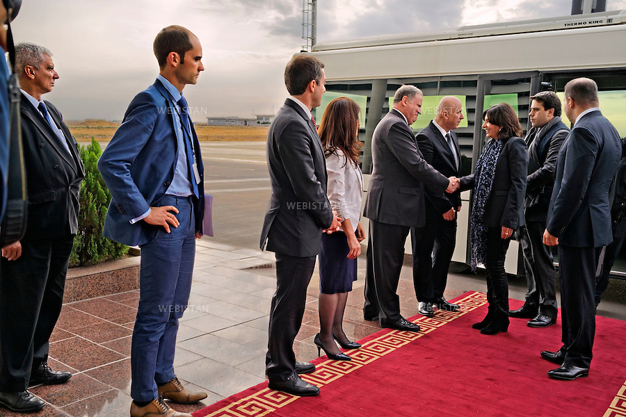Iraqi Kurdistan, Erbil, 29 October 2015<br /> Official visit of Anne Hidalgo, Mayor of Paris, to Iraqi Kurdistan, to show the solidarity of the city of Paris with the displaced persons and refugees taken into the camps of the region, provide support for local authorities fighting Daesh, and lobby to promote the conservation of archaeological heritage.<br /> Arrival of Anne Hidalgo at the VIP hall of the Erbil International Airport. She is welcomed by the Governor of Erbil, Nawzad Hadi Mawlood. From left to right: the Consul General of France at Erbil, Alain Gu&eacute;pratte, Ali Dolamari, Deputy Consul Alexandre Piquet along with Aur&eacute;lien Lechevallier, Diplomatic Advisor to the Mayor of Paris, Chief Representative for International Relations. <br /> 