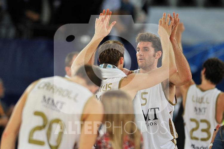 El equipo madridista celebra la victoria. Partido de Euroliga entre el Real Madrid y el EA7 Armani. 28 de Octubre 2011. La Caja M·gica. Madrid...Photo: Marcos / ALFAQUI