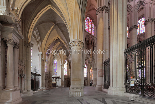 Internal and external ambulatories with vaulted ceiling and chapels, and the columns of the choir, at the Cathedrale Saint-Julien du Mans or Cathedral of St Julian of Le Mans, Le Mans, Sarthe, Loire, France. The cathedral was built from the 6th to the 14th centuries, with both Romanesque and High Gothic elements. It is dedicated to St Julian of Le Mans, the city's first bishop, who established Christianity in the area in the 4th century AD. Picture by Manuel Cohen