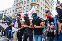 CURITIBA, PR, 25.01.2014 – PROTESTO CONTRA REALIZAÇÃO DA COPA  - Manifestates realizaram protesto contra a realização da Copa do mundo no Brasil, na tarde desse sábado(25), no centro de Curitiba. (FOTO: PAULO LISBOA  / BRAZIL PHOTO PRESS)