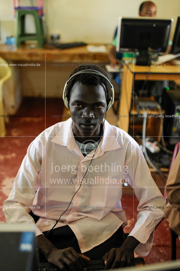 SOUTH SUDAN Bahr al Ghazal region , Lakes State, town Rumbek, computer training for young people at jesuits training center