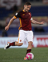 Calcio, Serie A: Roma vs Bologna. Roma, stadio Olimpico, 11 aprile 2016.<br /> Roma&rsquo;s Francesco Totti in action during the Italian Serie A football match between Roma and Bologna at Rome's Olympic stadium, 11 April 2016.<br /> UPDATE IMAGES PRESS/Isabella Bonotto