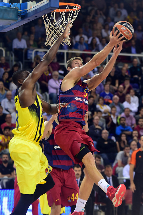 Turkish Airlines Euroleague 2016/2017.<br /> Regular Season - Round 2.<br /> FC Barcelona Lassa vs Fenerbahce Istanbul: 72-73.<br /> Ekpe Udoh vs Justin Doellman.