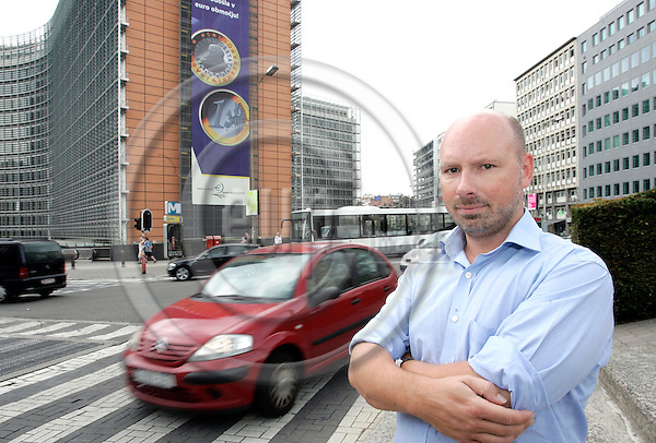 BRUSSELS - BELGIUM - 28 JULY 2006 -- Søren (Soeren) HYLDSTRUP LARSEN, Head of the EU Office of DTL, Danish Transport and Logistics Association (Dansk Transport og Logistik) with the Berlaymont building in the background. -- PHOTO: ERIK LUNTANG / EUP-IMAGES..