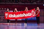 Eskilstuna 2014-05-12 Handboll SM-semifinal 3 Eskilstuna Guif - Alings&aring;s HK :  <br /> Eskilstuna Guif tjejer med en banderoll innan matchen med texten &quot;#&auml;lska inte hata&quot;<br /> (Foto: Kenta J&ouml;nsson) Nyckelord:  Eskilstuna Guif Sporthallen Alings&aring;s AHK SM Semifinal Semi supporter fans publik supporters
