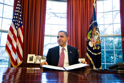 United States President Barack Obama signs the continuing resolution bill, which the Senate passed earlier in the day, in the Oval Office in the White House in Washington, DC, USA, on 02 March 2011. The bill will keep the federal government running for two more weeks, until March 18, offering Congress more time to reach an agreement on the budget for the fiscal year..Credit: Jim LoScalzo / Pool via CNP