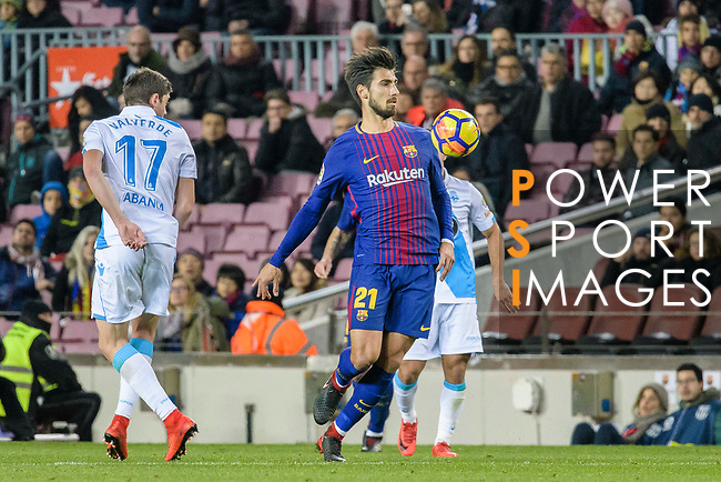 Andre Gomes of FC Barcelona (R) in action during the La Liga 2017-18 match between FC Barcelona and Deportivo La Coruna at Camp Nou Stadium on 17 December 2017 in Barcelona, Spain. Photo by Vicens Gimenez / Power Sport Images