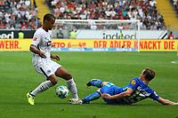 Timothy Chandler (Eintracht Frankfurt) gegen Yannick Gerhardt (VfL Wolfsburg) - 26.08.2017: Eintracht Frankfurt vs. VfL Wolfsburg, Commerzbank Arena, 2. Spieltag Bundesliga