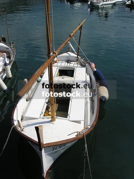 typical mallorquean fishing boat called Llaut in the fishing port of Puerto de S&oacute;ller<br /> <br /> Llaut en el puerto pesquero de S&oacute;ller (Port S&oacute;ller)<br /> <br /> typisch mallorquinisches Fischerboot, genannt Llaut, im Fischerhafen von S&oacute;ller