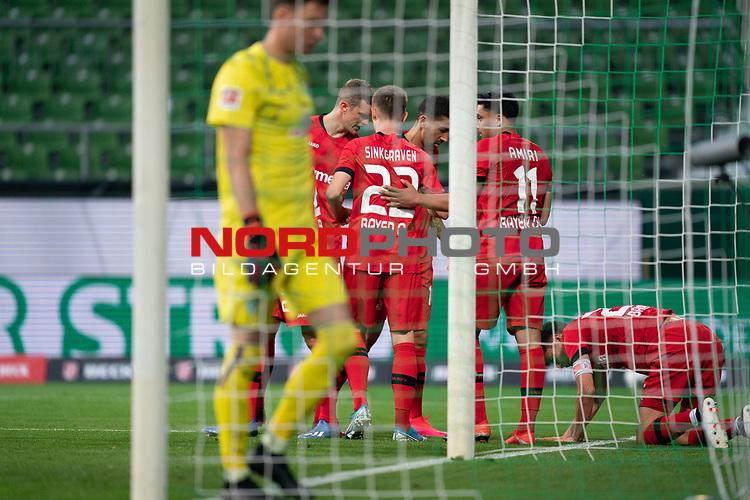 Jubel Tor Leverkusen +Kai Havertz (Leverkusen #29),   Daley Sinkgraven (Leverkusen #22), <br /> Nadiem Amiri (Leverkusen #11), <br /> <br /> Sport: Fussball: 1. Bundesliga: Saison 19/20: <br /> 26. Spieltag: SV Werder Bremen vs Bayer 04 Leverkusen, 18.05.2020<br /> <br /> Foto ©  gumzmedia / Nordphoto / Andreas Gumz / POOL <br /> <br /> Nur für journalistische Zwecke! Only for editorial use!<br />  DFL regulations prohibit any use of photographs as image sequences and/or quasi-video.