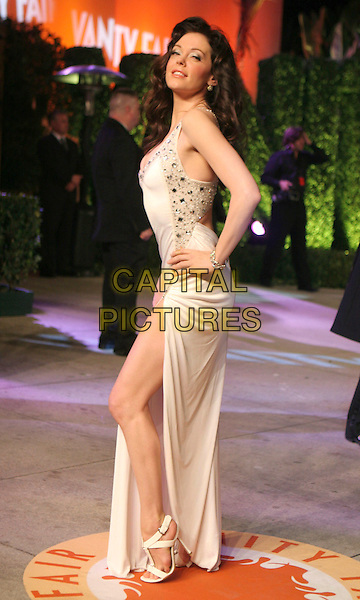 ROSE McGOWAN.At the 2007 Vanity Fair Oscar Party held at Morton's, West Hollywood, CA, USA,.February 25th 2007..full length  white dress hand on hip thigh slit split.CAP/LNC/RIC.©LNC/Capital Pictures.