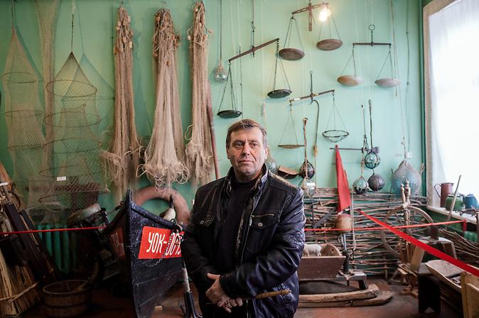 Alexander Sharonov, Gr&uuml;nder des &ouml;rtlichen Museums, das &uuml;ber 4000 Exponate verf&uuml;gt, von der Antike bis zur Sowjetzeit. / Alexander Sharonov, the founder of local museum, which has about 4000 of exponats, from ancient to soviet times.<br /><br />Vylkovo ist eine kleine Stadt im ukrainischen Teil des Donaudeltas im Oblast Odessa, in unmittelbarer N&auml;he zur rum&auml;nischen Grenze. Im 18. Jahrhundert siedelten hier Altgl&auml;ubige und Donkosaken, die im Zarenreich religi&ouml;s und politisch verfolgt wurden. Noch heute, 300 Jahre nach dem Exodos, versucht die Gemeinschaft ihre Traditionen, ihren Glauben und ihren Lebensstil zu bewahren und in die globalisierte Welt des 21. Jahrhunderts zu retten. / Vylkovo is a small town in the Ukrainian part of the Danube Delta, Oblast Odessa, close to the Rumanian border. In the 18th century during the Russian Empire, Old believers and Don Cossacks who had been persecuted for political and religious reasons. Until today, 300 years later, they try to preserve their traditions.