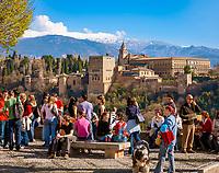 Spanien, Andalusien, Granada: Alhambra, Sierra Nevada, Aussichtspunkt Mirador de San Nicolás | Spain, Andalusia, Granada: Alhambra, Sierra Nevada, view point Mirador de San Nicolás