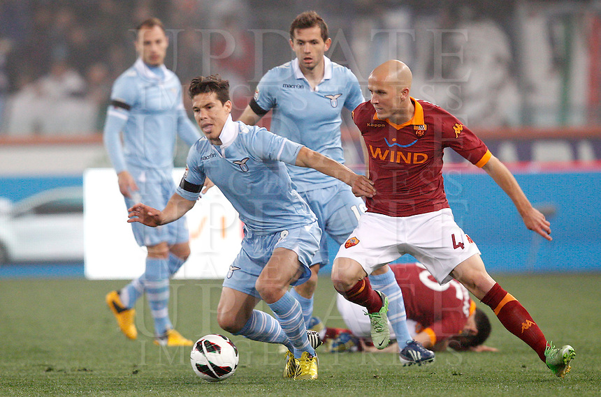 Calcio, Serie A: Roma vs Lazio. Roma, Stadio Olimpico, 8 aprile 2013..Lazio midfielder Hernanes, of Brazil, left, is chased by AS Roma midfielder Michael Bradley, of the United States, during the Italian serie A football match between A.S. Roma  and Lazio at Rome's Olympic stadium, 8 april 2013..UPDATE IMAGES PRESS/Riccardo De Luca