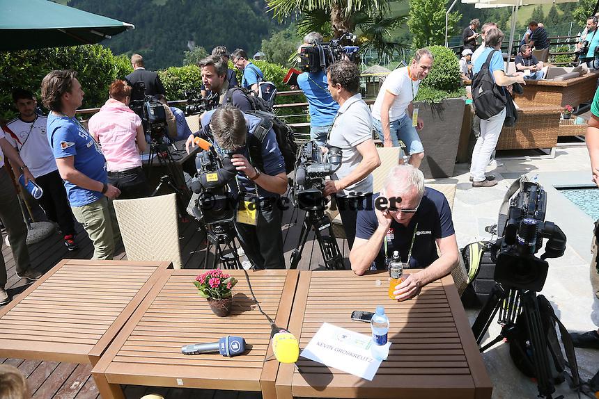Medien warten auf Kevin Großkreutz - Media Day der Deutschen Nationalmannschaft zur WM-Vorbereitung in St. Martin