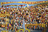 IBAGUE -COLOMBIA, 7-08-2016. Hinchas del Tolima .Acción de juego entre Millonarios vs Tolima   durante encuentro  por la fecha 7 de la Liga Aguila II 2016 disputado en el estadio Manuel  Murillo Toro./  Fans Tolima .Action game between  Millonarios  and Tolima  during match for the date 7 of the Aguila League II 2016 played at Mnauel  Murillo Toro stadium. Photo:VizzorImage / Juan Carlos Escobar Tagueno / Contribuidor