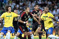 TORREÓN, Coah. 11 Octubre 11. Foto de Javier Hernández de la Selección de México y Fernandinho de la Selección de Brasil durante el partido de caracter amistoso celebrado en el Estadio TSM Corona. FOTO: STRAFFONIMAGES/ANDRÉS HERRERA **CREDITO OBLIGATORIO** **NO ARCHIVO-NO VENTAS** **SOLO USO EDITORIAL**