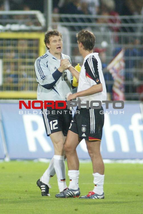 Fussball Laenderspiel EM-Vorbereitung<br /> <br /> Deutschland vs. Malta <br /> <br /> Jens Lehmann und Jens Nowotny<br /> <br /> Foto &copy; nordphoto/Guenter Schroeder  *** Local Caption *** Foto ist honorarpflichtig! zzgl. gesetzl. MwSt<br /> Belegexemplar erforderlich<br /> Adresse: nordphoto<br /> Georg-Reinke-Strasse 1<br /> 49377 Vechta