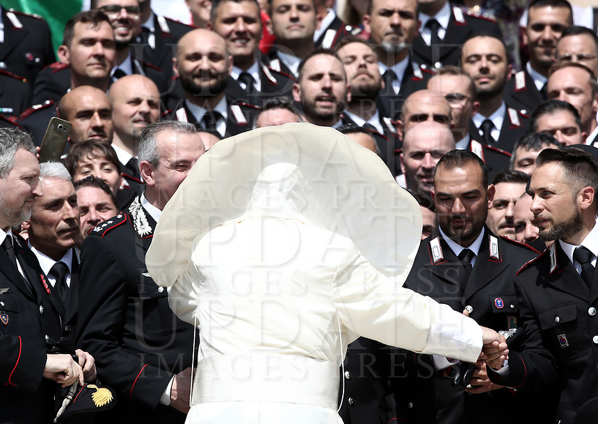 Un soffio di vento solleva la mantellina di Papa Francesco mentre saluta alcuni Carabinieri durante l'udienza generale del mercoledi' in Piazza San Pietro, Citta' del Vaticano, 30 maggio, 2018.<br /> A gust of wind blows the Pope's mantel as he greets a group of Carabinieri during weekly general audience in St. Peter's Square, at the Vatican, on May 30, 2018. <br /> UPDATE IMAGES PRESS/IsabellaBonotto<br /> <br /> STRICTLY ONLY FOR EDITORIAL USE
