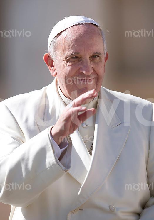 Rom, Vatikan  05.03.2014 Papst Franziskus I. bei der woechentlichen Generalaudienz auf dem Petersplatz