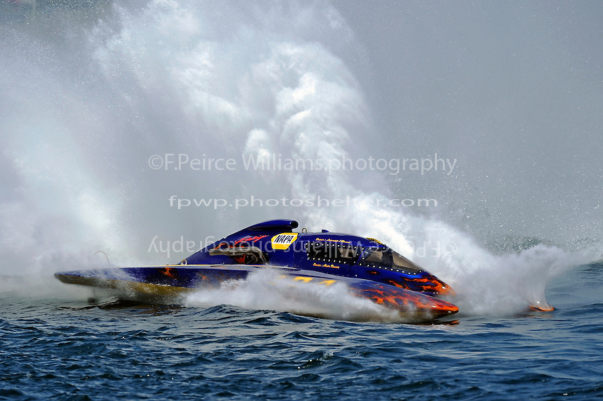 "Marc Lecompte, H-104 ""NAPA Racing"" (350 Hydro) Spins out."