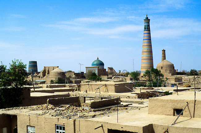 UZBEKISTAN, KHIVA, OLD TOWN, OVERVIEW WITH ISLAMHODJA TOWER
