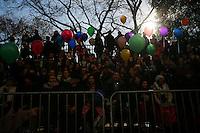 People take a look during the 89th Macy's Thanksgiving Annual Day Parade in the Manhattan borough of New York.  11/26/2015. Eduardo MunozAlvarez/VIEWpress