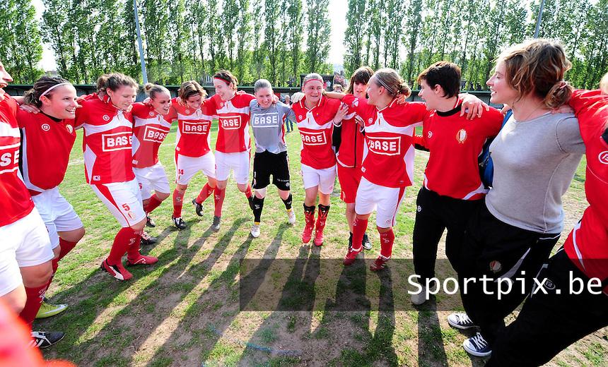 Standard Femina Kampioen : vreugde bij de speelsters van Standard na het behalen van de titel.foto VDB / BART VANDENBROUCKE