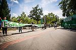 """Werder Fans / Empfang Mannschaftsbus mit Banner """"Egal was auch passiert"""", <br /> <br /> Sport: nphgm001: Fussball: 1. Bundesliga: Saison 19/20: 34. Spieltag: SV Werder Bremen vs 1.FC Koeln 27.06.2020 <br /> <br /> Foto: Rauch/gumzmedia/nordphoto<br /> <br /> EDITORIAL USE ONLY"""