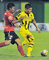 BARRANCABERMEJA -COLOMBIA, 29-11-2015:  Rafael Carrascal (Der) jugador de Alianza Petrolera disputa el balón con Chistian Marrugo (Izq) de Independiente Medellin durante partido de ida por los cuartos de final de la Liga Aguila II 2015 disputado en el estadio Daniel Villa Zapata de la ciudad de Barrancabermeja./ Rafael Carrascal (R) player of Alianza Petrolera fights for the ball with Chistian Marrugo (L) player of Independiente Medellin during first leg match for the quarterfinals  of the Aguila League II 2015 played at Daniel Villa Zapata stadium in Barrancabermeja city. Photo:VizzorImage / Jose David Martinez / Cont