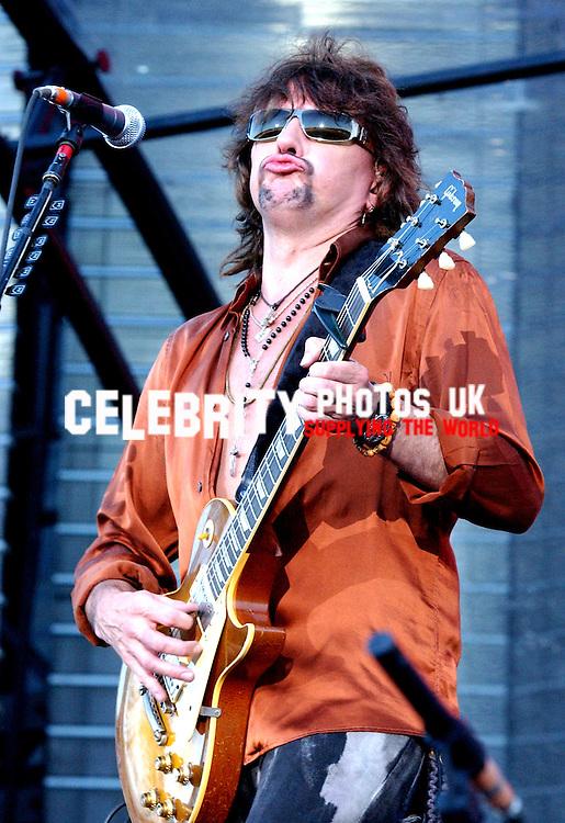 BON JOVI LIVE AT TJHE MILTON KEYENS BOWL 2006.PHOTOS BY BRIAN JORDAN