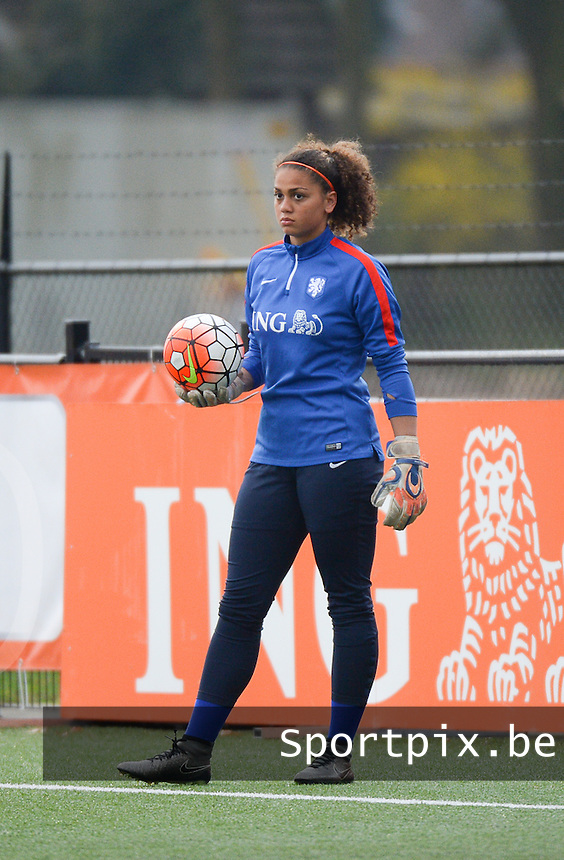 20160405  - Hengelo , NETHERLANDS : Dutch Jacintha Weimar pictured during the soccer match between the women under 19 teams of The Netherlands and The Czech Republic , on the first matchday in group 3 of the UEFA Women Under19 Elite rounds in Hengelo , Netherlands. Tuesday 5 th April 2016 . PHOTO DIRK VUYLSTEKE / Sportpix.be