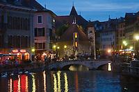Europe/France/Rhône-Alpes/74/Haute-Savoie/Annecy: Le Palais de l'Ile sur les bords du Thiou et le pont sur le Thiou