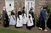 Schagen. Jaarlijkse Westfriese  Folkloredagen. Tijdens de Klederdrachtdag komen verschilende klederdrachtgroepen uit  Nederland naar Schagen. Klederdracht uit  Rijssen