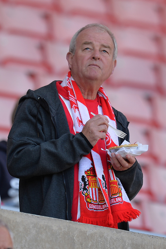 Fans<br /> <br /> Photographer Dave Howarth/CameraSport<br /> <br /> Football - Barclays Premiership - Sunderland v Tottenham Hotspur - Sunday 13th September 2015 - Stadium of Light - Sunderland<br /> <br /> &copy; CameraSport - 43 Linden Ave. Countesthorpe. Leicester. England. LE8 5PG - Tel: +44 (0) 116 277 4147 - admin@camerasport.com - www.camerasport.com