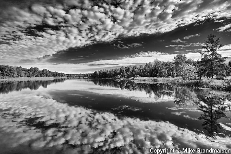 Cloud reflection on Riviere Fraser<br />