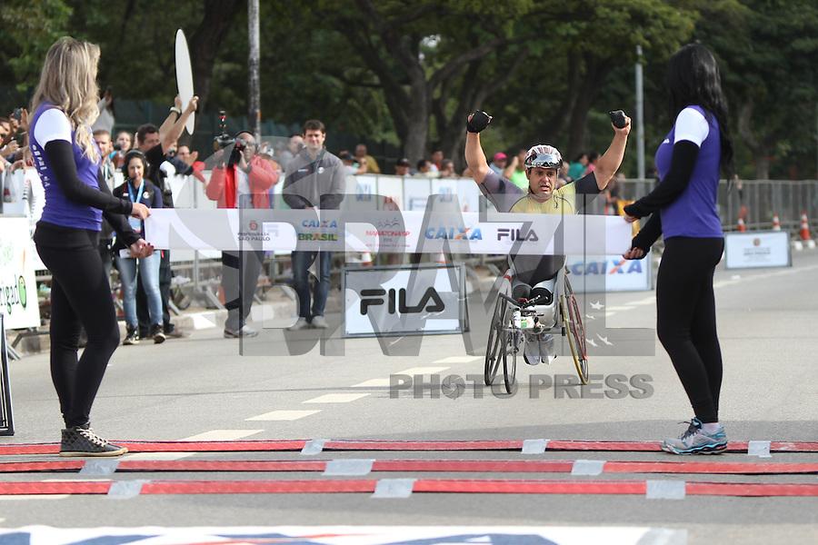 SÃO PAULO, SP, 17.05.2015 - MARATONA-SP Fernando Aranha Rocha primeiro colocado da prova de cadeirantes na XXI Maratona Internacional de São Paulo, na manhã deste domingo dia 17, com largada iniciada no Obelisco do Parque do Ibirapuera. (Foto Amauri Nehn/Brazil Photo Press)