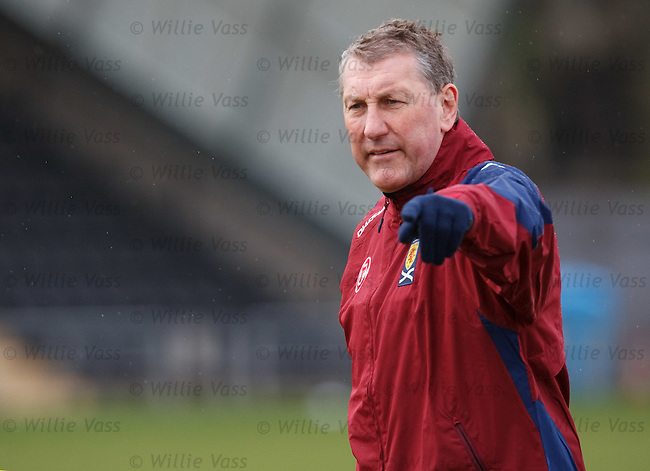 Terry Butcher organises the Scots