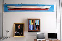 """Istituto Nautico """"Nino Bixio"""", dove ha studiato Schettino. Nel dipinto, Ferdinando Scarpati, illustre marinaio e fondatore, nell'800, della scuola navale di Meta e di Procida."""