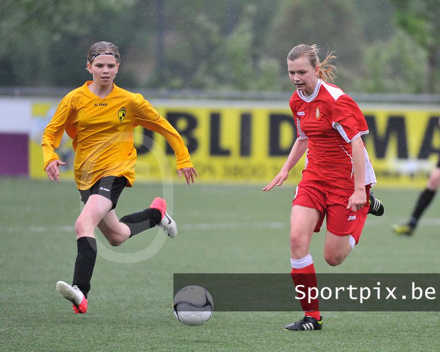 Lierse U16 - Standard de Liege U16 : Yenthe Kerckhofs (links) en Yuna Appermont.foto DAVID CATRY / Nikonpro.be