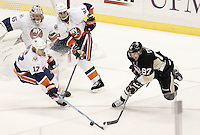 Sidney Crosby #87 of the Pittsburgh Penguins takes the ice against the New York Islanders for the first time since sustaining a concussion on January 5 during the game on November 21, 2011 at CONSOL Energy Center in Pittsburgh, Pennsylvania. (Photo by Jared Wickerham/Getty Images)