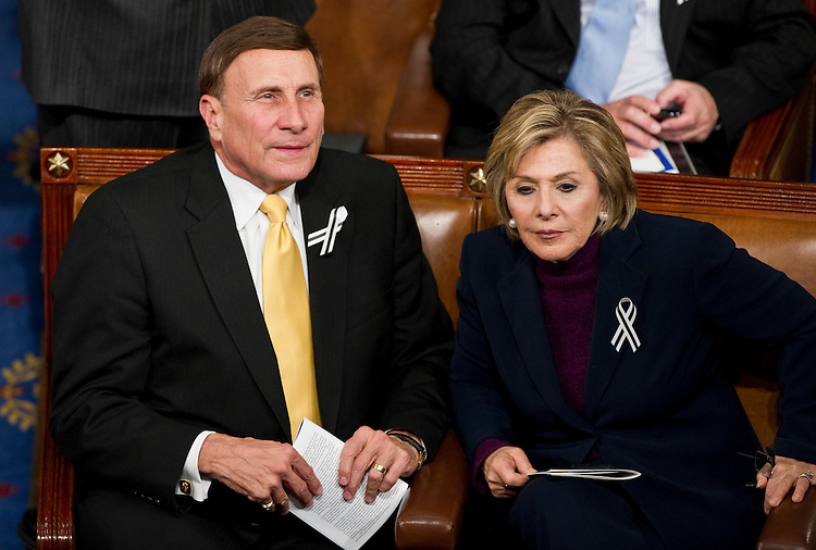 WASHINGTON, DC- Jan. 25: Rep. John L. Mica, R-Fla., and Sen. Barbara Boxer, D-Calif., talk as they wait for President Barack Obama to arrive to deliver his State of the Union address to a joint session of the U.S. Congress. In the wake of the Jan. 8 shootings in Tucson, Ariz., that wounded Rep. Gabrielle Giffords (D-Ariz.), there has been a push for lawmakers to break from the tradition of partisan seating at the State of Union address. (Photo by Scott J. Ferrell/Congressional Quarterly)