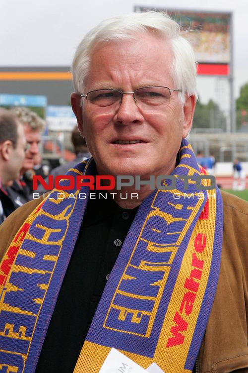 RLN 2007/2008 1. Spieltag Hinrunde<br /> Eintracht Brauschweig - Kickers Emden <br /> <br /> Gerhard Glogowski, Praesident von Eintracht Braunschweig <br /> <br /> Foto: &copy; nph ( nordphoto )<br /> <br />  *** Local Caption ***