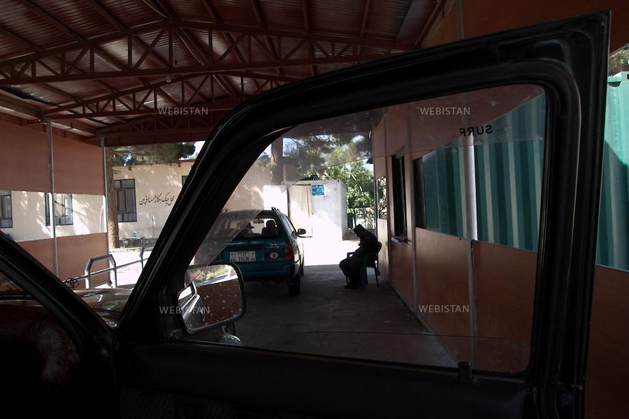 AFGHANISTAN - KABOUL - 20 aout 2009 : Checkpoint de l'aeroport. Depart de Delazad Deghati pour la France. ..AFGHANISTAN - KABUL - August 20th, 2009 : Airport checkpoint. Delazad Deghati leaving for France.